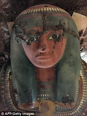 埃及发现千年保存完好木乃伊:色彩鲜艳华丽
