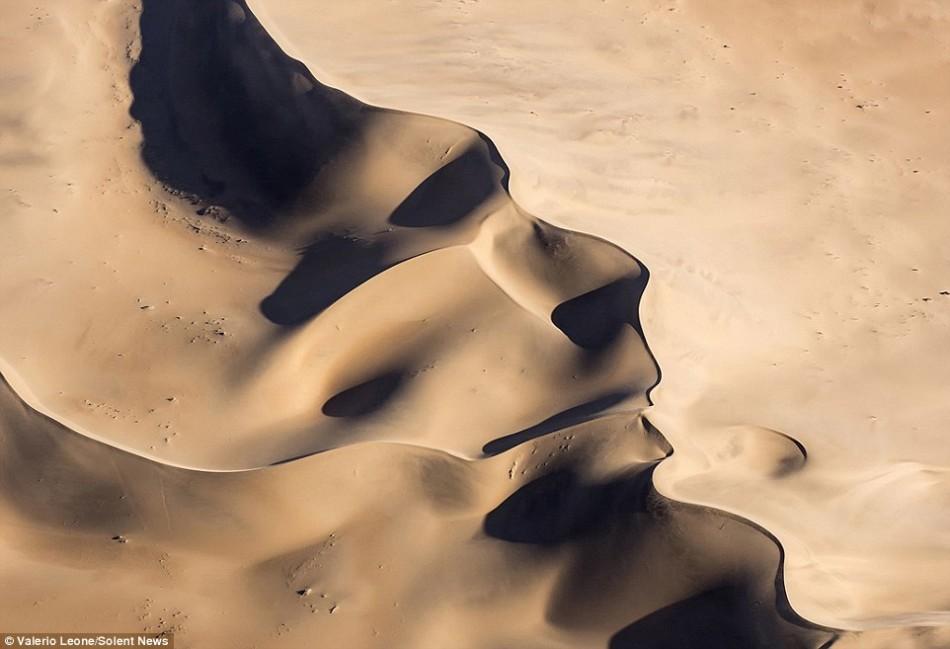 摄影师拍令人惊叹画面:沙丘呈现清晰人脸