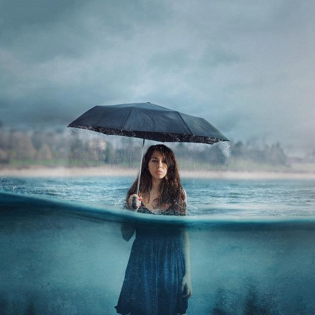 遮风挡雨遮阳蔽日 一把伞拍出一幅优秀的作品