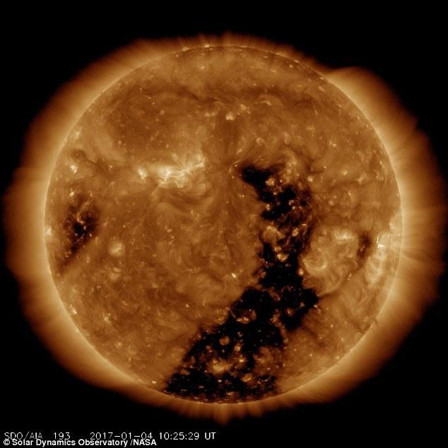 NASA拍太阳冕洞发出太阳风:带来更壮观极光
