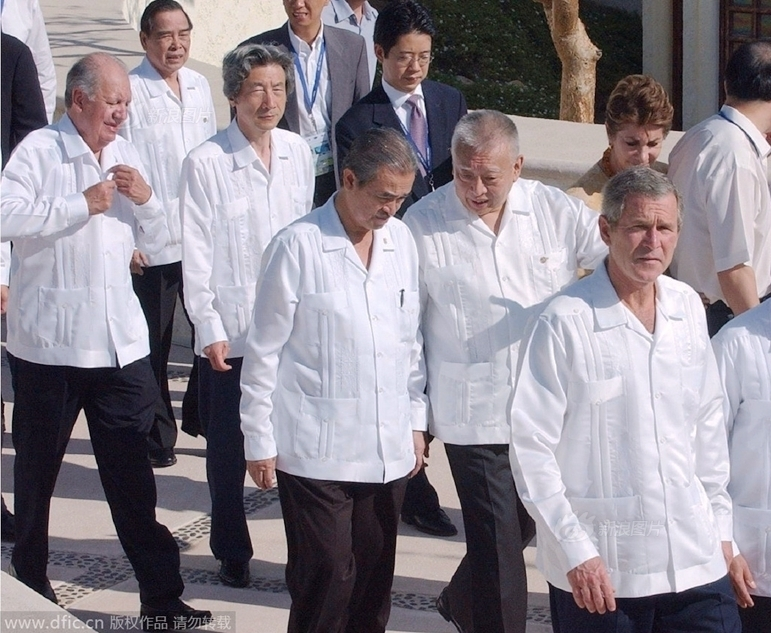 回顾历届APEC会议上领导人的服装图片