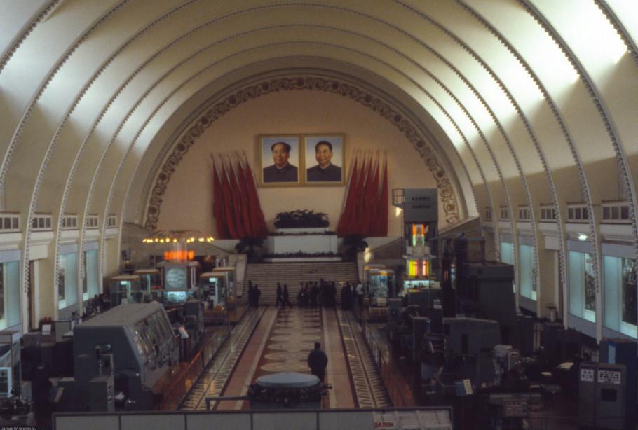 外国人拍1979年中国:多地仍残留着文革标语