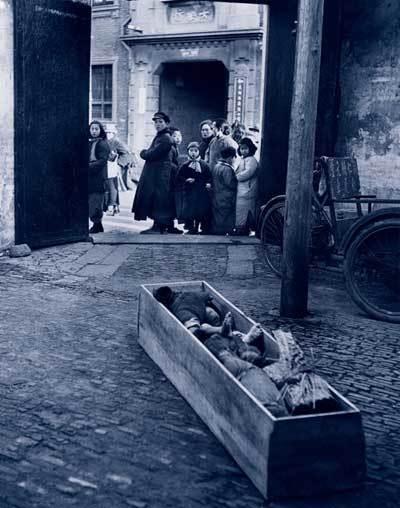 棺材中饿死的孩子:内战前夜的中国