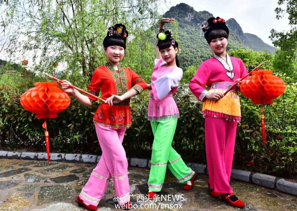 桃花江码头山歌对唱以及《刘三姐》经典选段对歌大赛等,桃花江畔
