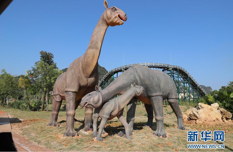 """盆地出土罕见的恐龙化石,其中2001年出土的""""一窝三龙""""恐龙化石"""