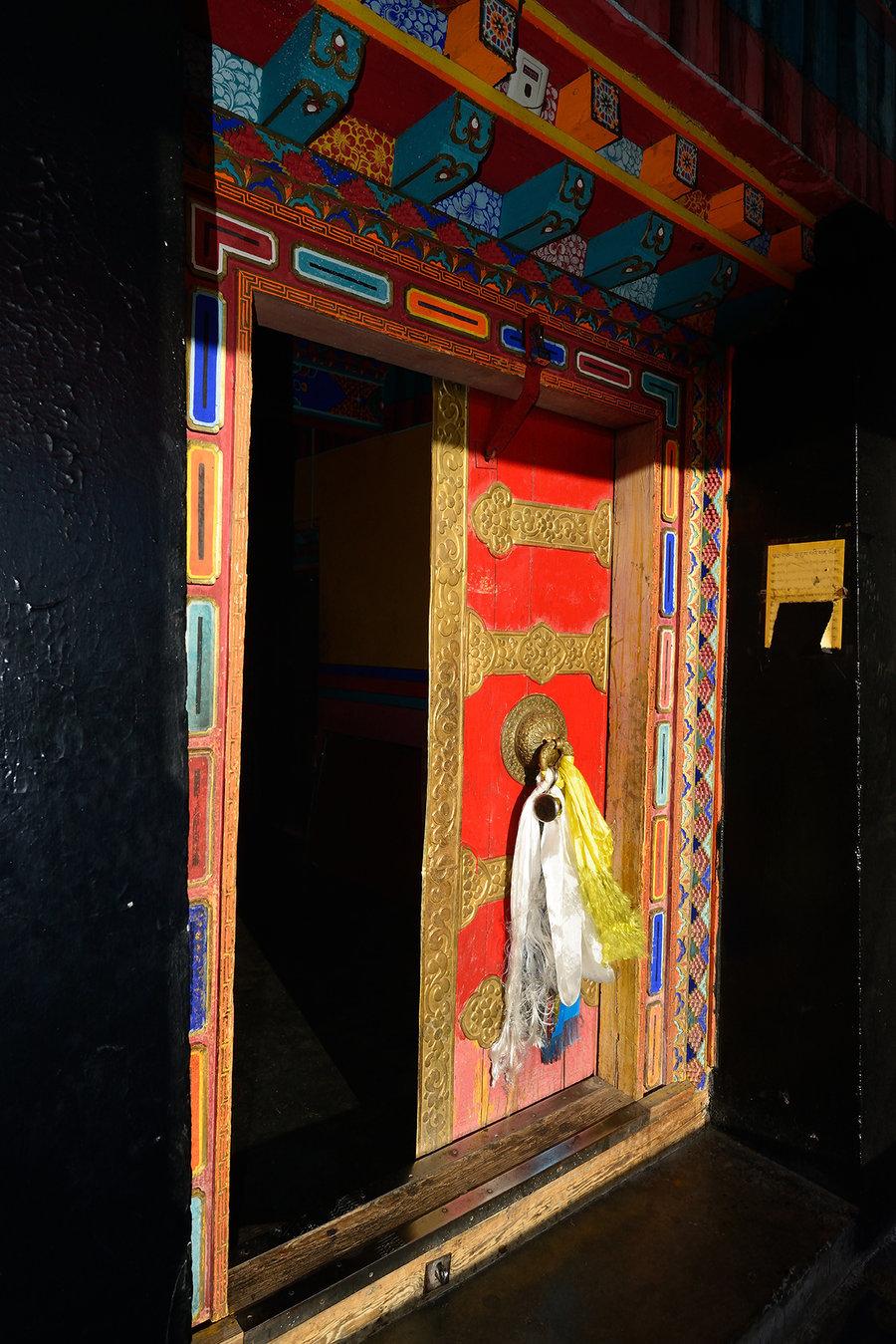 信仰的人们向往布达拉宫,并不为追逐千年前吐薯王朝的空前盛世,