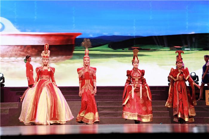 中国蒙古族服装服饰艺术节的感召力、影响力不断扩大,成为内蒙古特图片