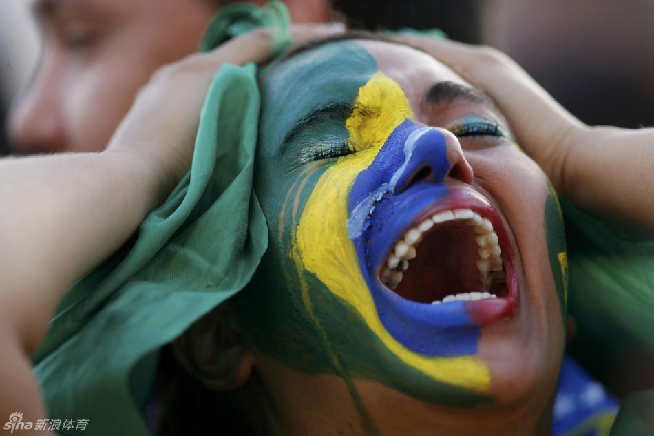 揭巴西球迷现场众生相:呼天抢地 泪流满面(组图)