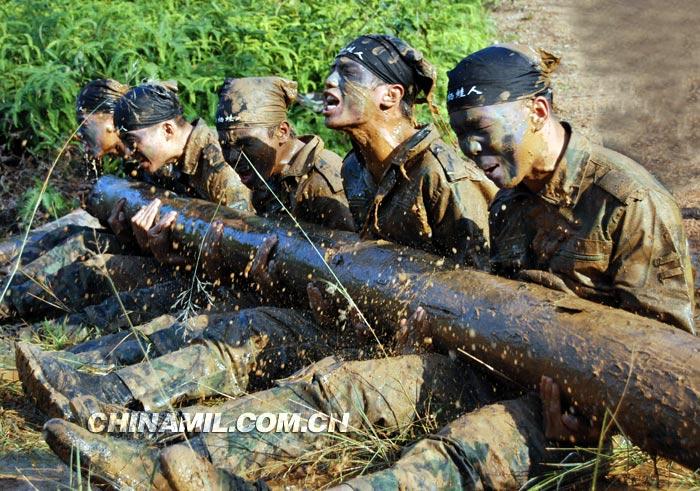 """也有人称为""""兽营""""式训练.两栖蛙人队是海军陆战队的拳头部队,图片"""