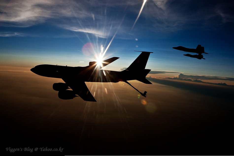 美国空军公开两代空优战机飞行编队清晰图_新浪图库;
