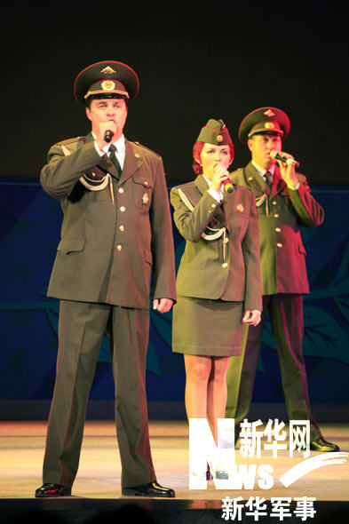俄远东军区歌舞团献艺慰问中俄参演部队