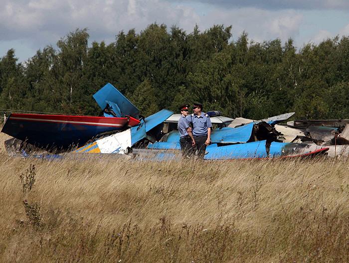 飞行表演队飞机相撞坠毁事故和一架轻型飞机坠毁事故