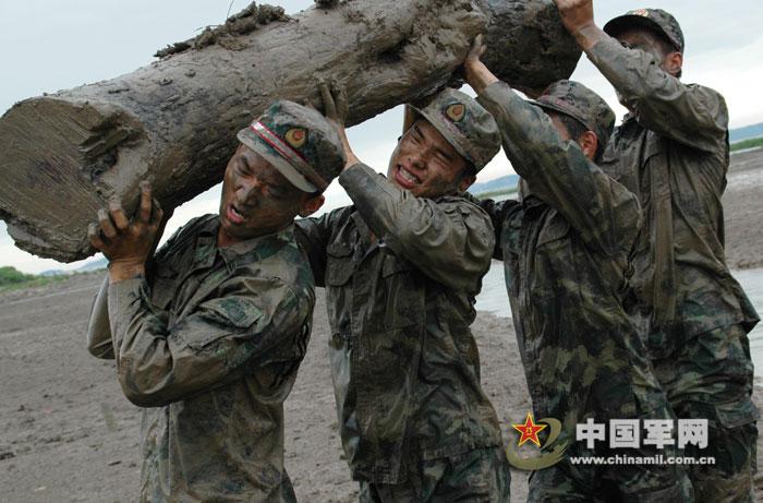 台州消防部队将以体能训练、心理?-浙江消防武警士兵恶劣环境下体图片