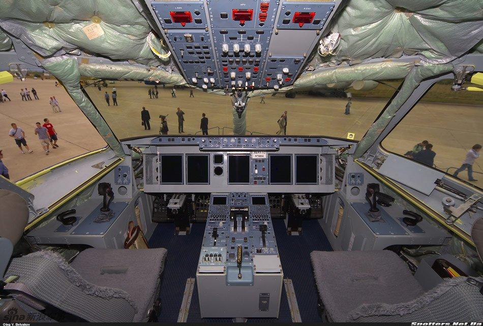 超级100客机驾驶舱
