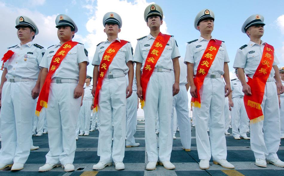 中国海军护航编队举行火线立功官兵表彰大会[7P]