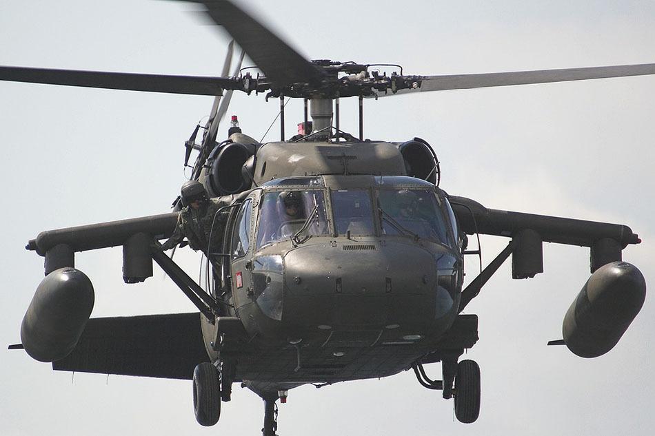 uh-60黑鹰直升机外挂副油箱