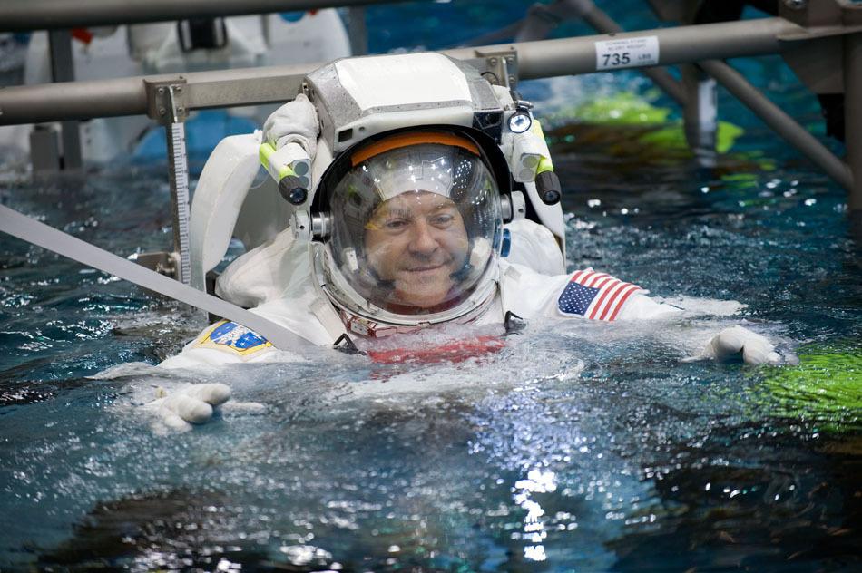 奋进号航天飞机宇航员失重训练
