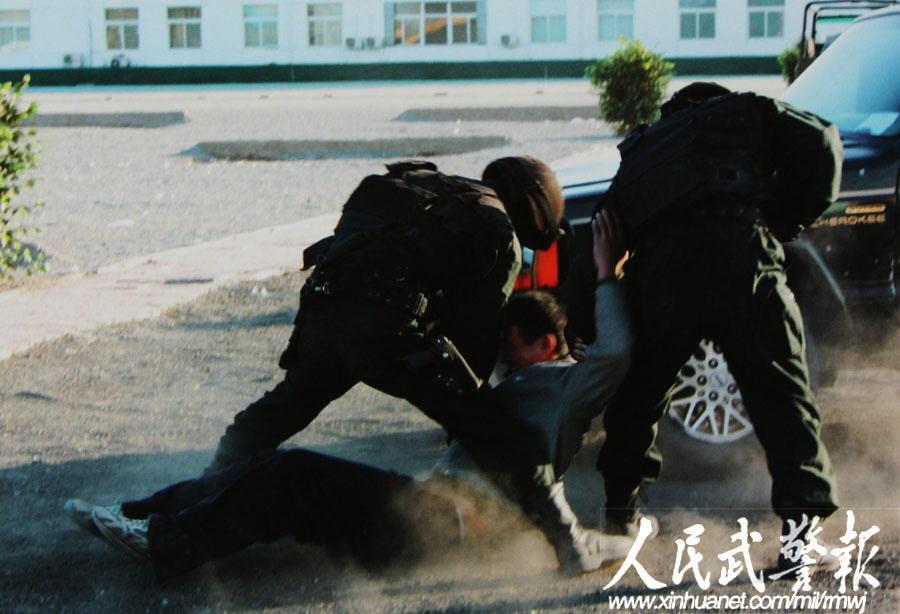 (罗朝文 邢佩伟 曹渝)2007年8月29日,武警部队举行雪豹突击队命图片