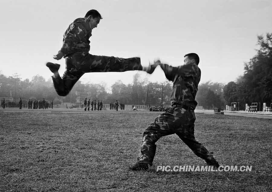 军网公开超酷解放军特种部队黑白训练照