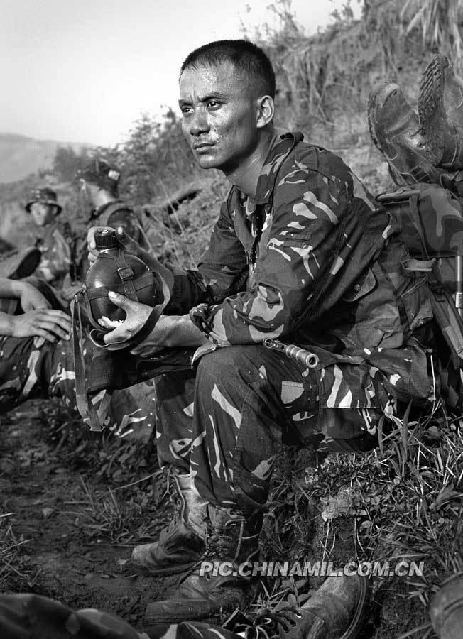 解放军特种部队超酷黑白训练照第二部精彩图集