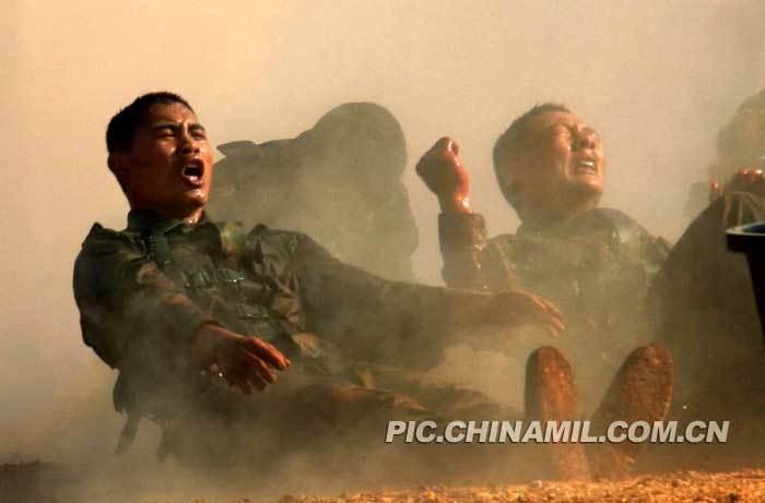 军中摄影师镜头中的解放军坚强战士