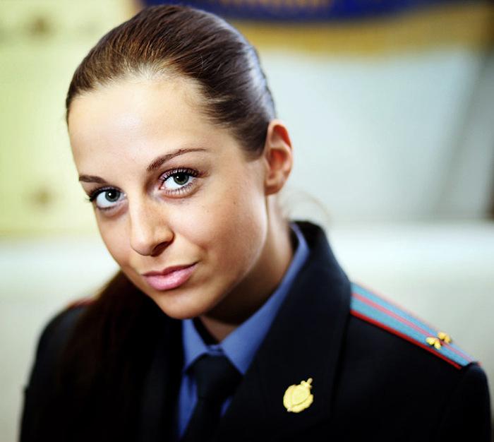 抓拍成熟可爱自豪的俄罗斯女军警