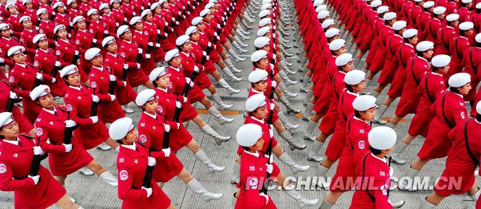 09国庆阅兵式女民兵方队受阅训练靓丽瞬间回顾
