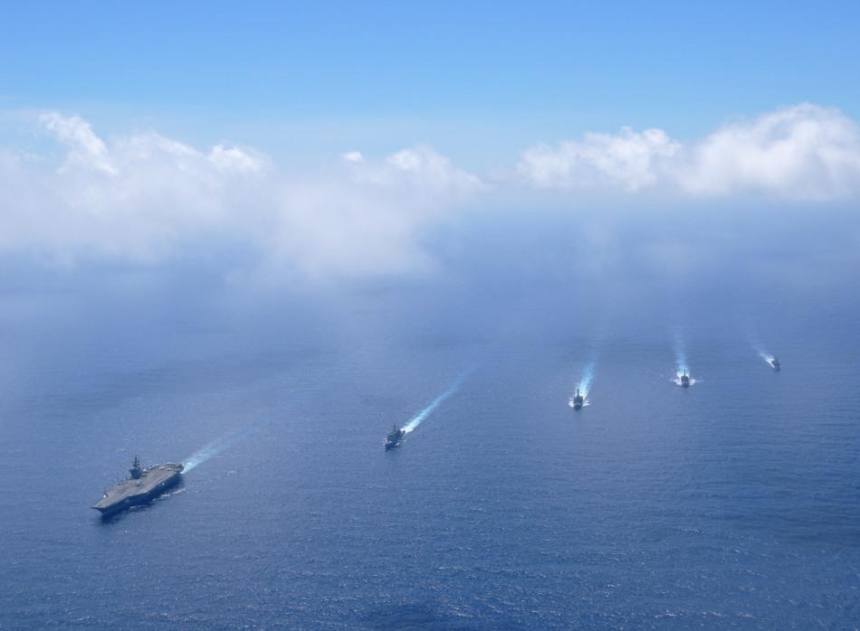 美国海军尼米兹航母战斗群在南中国海炫耀武力[10P]