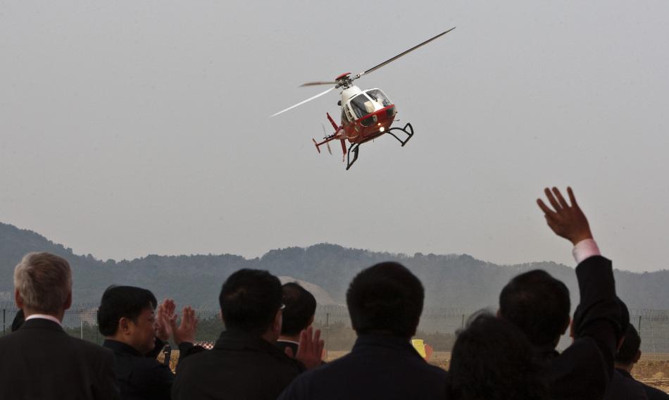 中国波兰联合研制新型SW-4红鹰直升机首飞成功