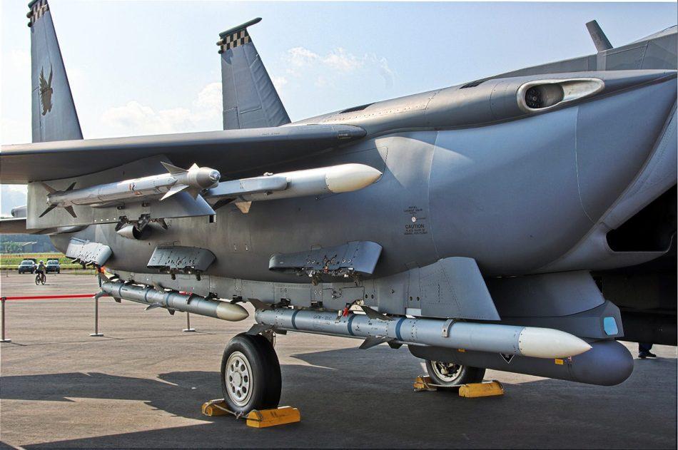 新加坡空军向公众展示最新型F-15SG战机