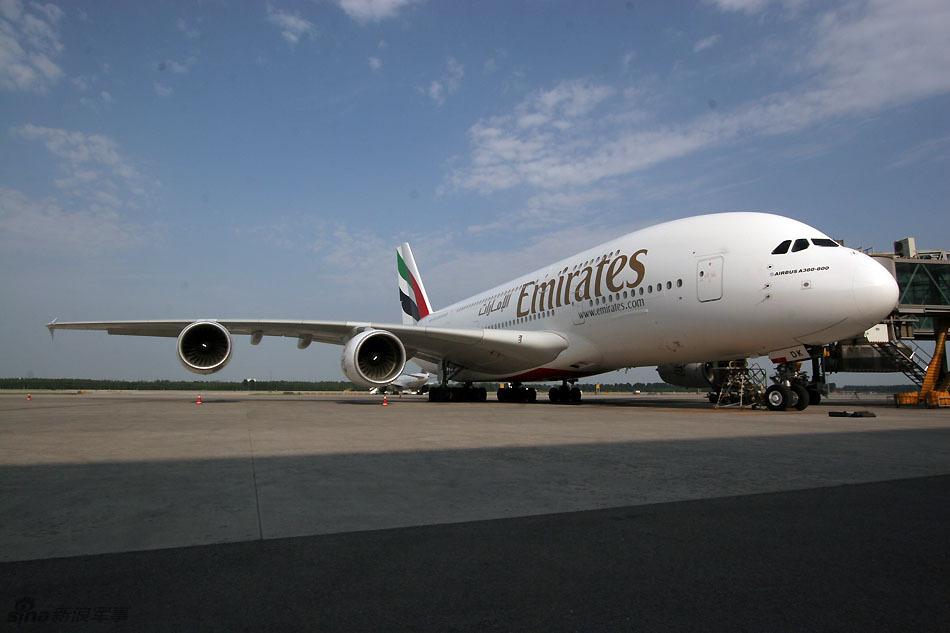 可以了解飞机的所有信息,包括机尾编号,运营商的安全等级以及空乘人员