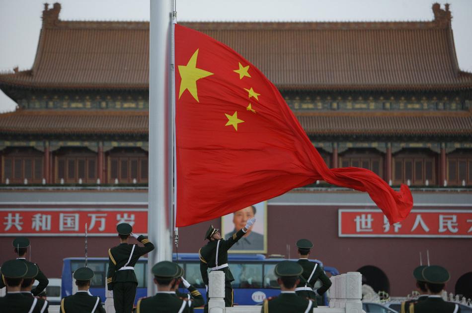 武警天安门支队即将退伍官兵向国旗敬最后军礼
