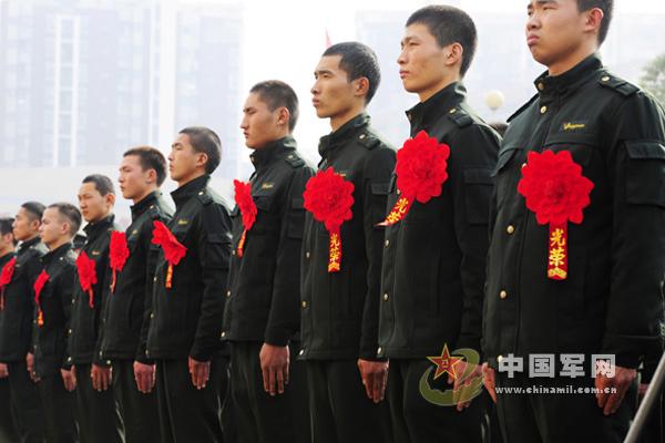 """为配合07式武警军装的管理工作,武警总部按照""""区别制式警服、有别图片"""
