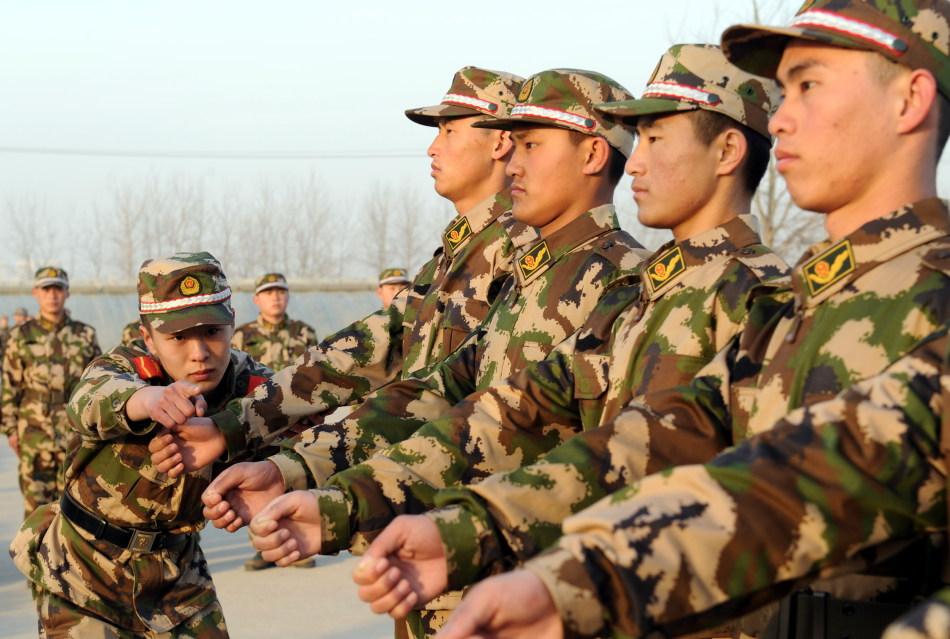 武警部队新训工作入伍新兵开始练队列学条令图片