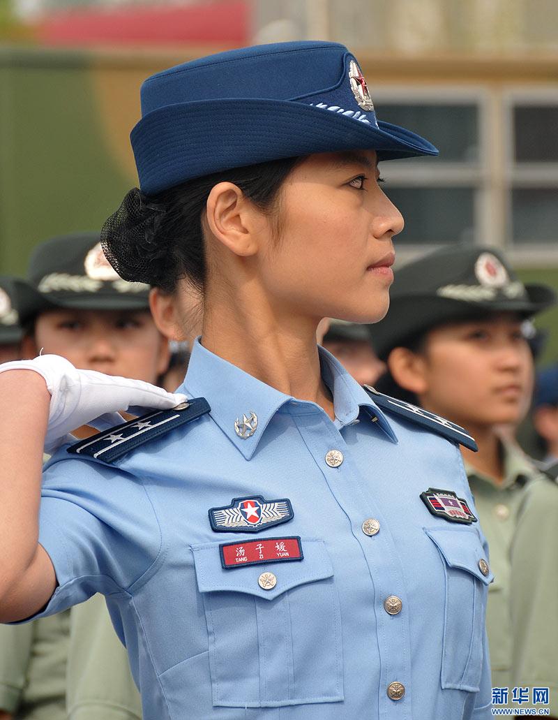 集中展示了新换发的陆军、海军、空军、第二炮兵07式预备役军装.图片