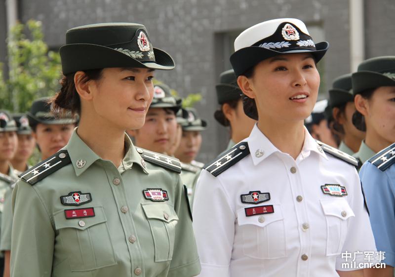 军现役部队换发07式军服后,预备役官兵在参加军事训练和执行任图片