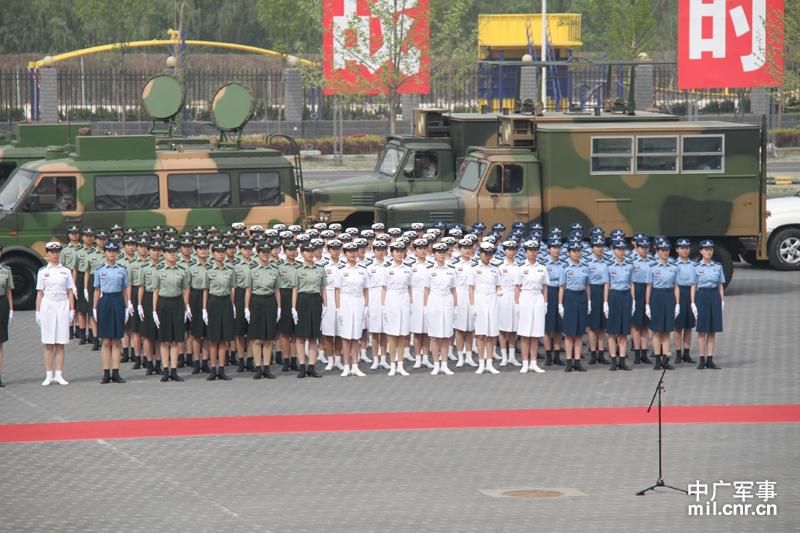 新换发的陆军、海军、空军、第二炮兵07式预备役军装.为充分展现图片