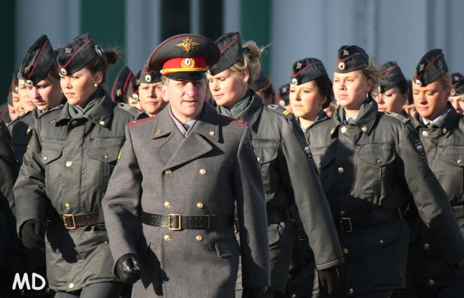 俄罗斯内务部女警察方队亮相阅兵式彩排