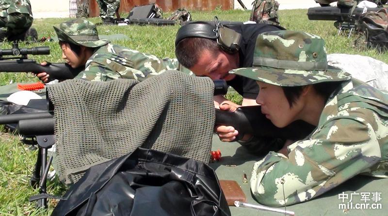 领队武警特警学院副院长郭树军介绍,此次比赛共设24个比赛科目,图片