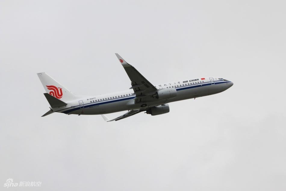 国航737-800飞机下降落地北京首都机场