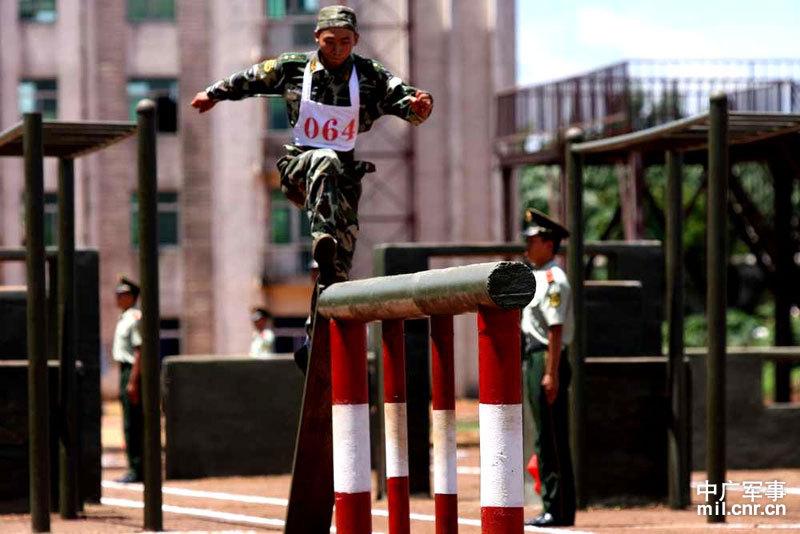 驻海南武警部队百名训练尖子比武对抗图片