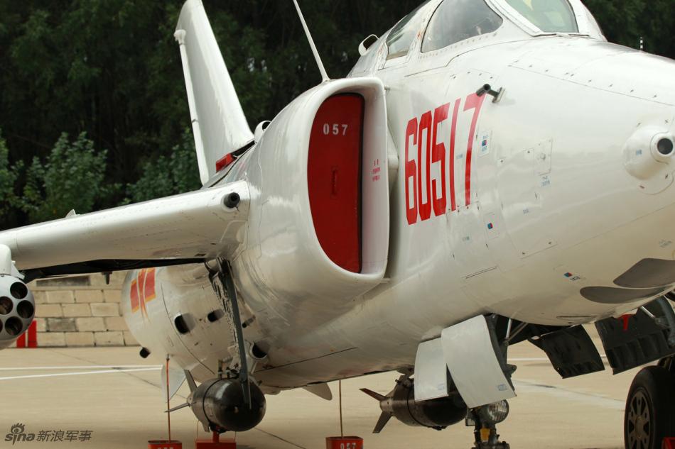 机首 机身 -高清图:中国空军公开展示强五型强击机; 】中国强五飞机