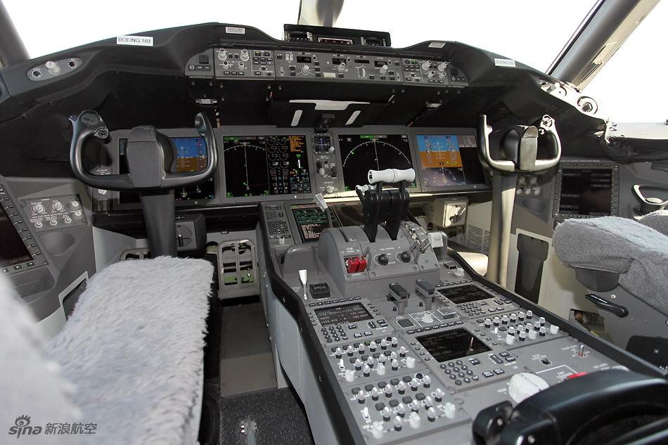 波音787梦想客机驾驶舱