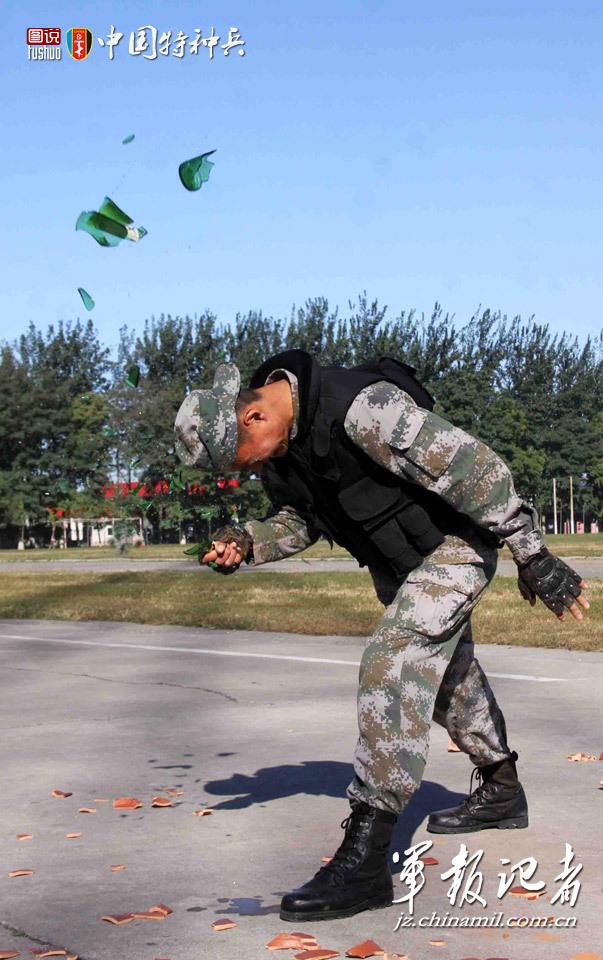 中国特种部队配发军用摩托 特战兵们玩得出神入化图片