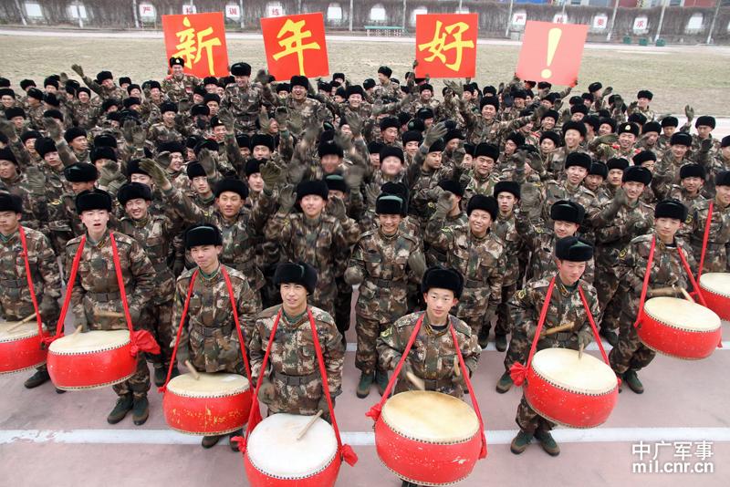 山东武警边防部队新兵喜气洋洋迎接新年图片
