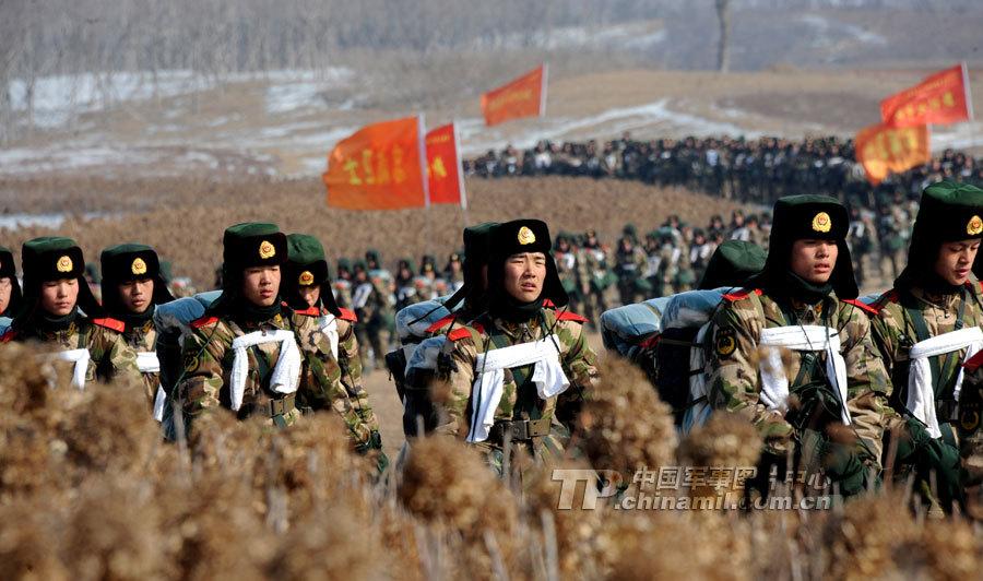 2月12日,武警辽宁总队新兵野营拉练进入最后一天,新兵们在这一天图片