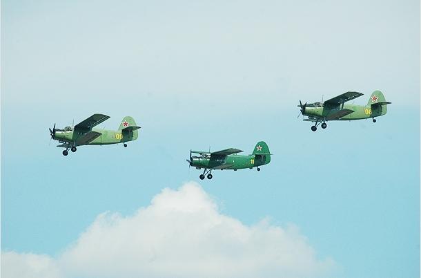 俄进行空中阅兵式首次合练
