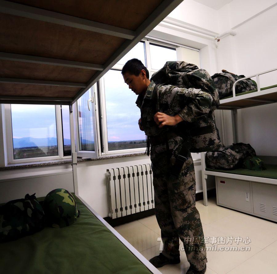 我边防军在黑瞎子岛建起现代化营房电梯哨塔黑瞎子边防营房现代化建起