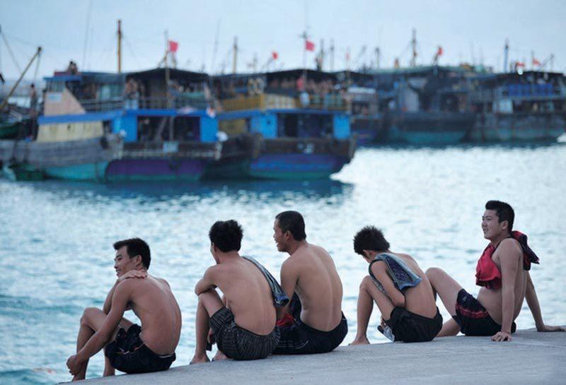 解放军守礁部队生活苦用 啤酒 洗澡图片