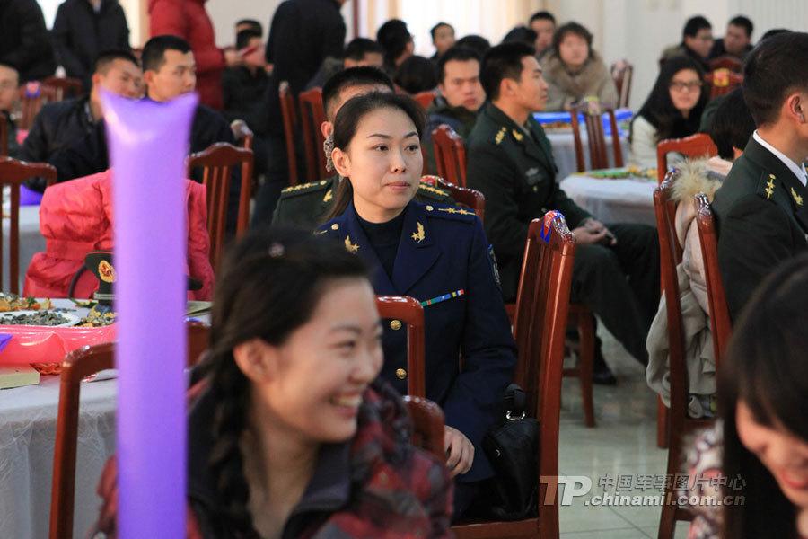 驻首都部队举行军地集体相亲 未婚女军官比较抢眼图片